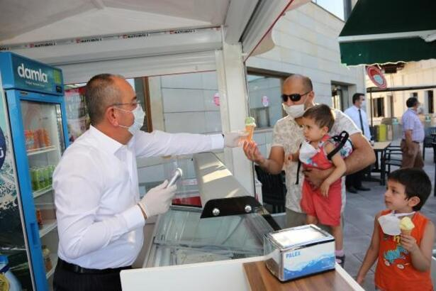 Meram Belediye Başkanı, çocuklarla birlikte 80 Binde Devr-i Alem Parkı'nı gezdi