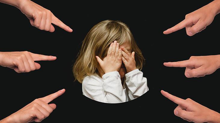 Akran zorbalığı nedir, nedenleri nelerdir? Çocuklarda akran baskısını önlemek için öneriler