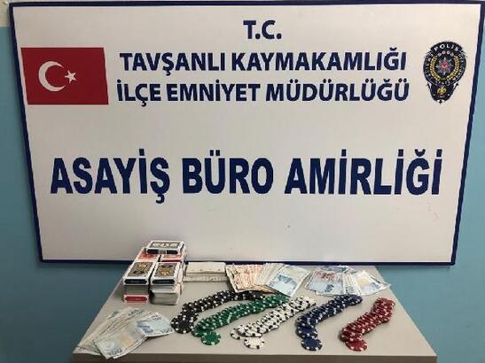 Çatı katında kumar oyarken yakalanan 14 kişiye 13 bin 500 lira ceza