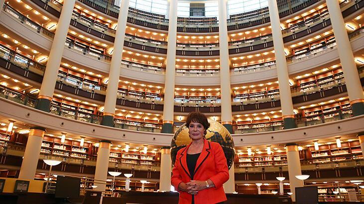 Sanatçı Hülya Koçyiğit, Cumhurbaşkanlığı Millet Kütüphanesini gezdi: