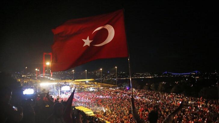 Kulüplerden '15 Temmuz Demokrasi ve Milli Birlik Günü' mesajları