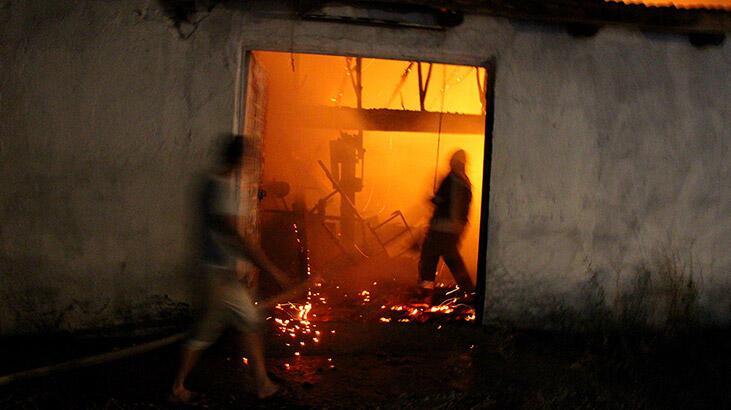 Manisa'da korkutan yangın! Küle döndü...