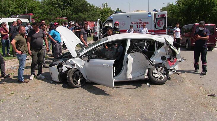Konya'da otomobil ile taksi çarpıştı: 1 ölü, 5 yaralı