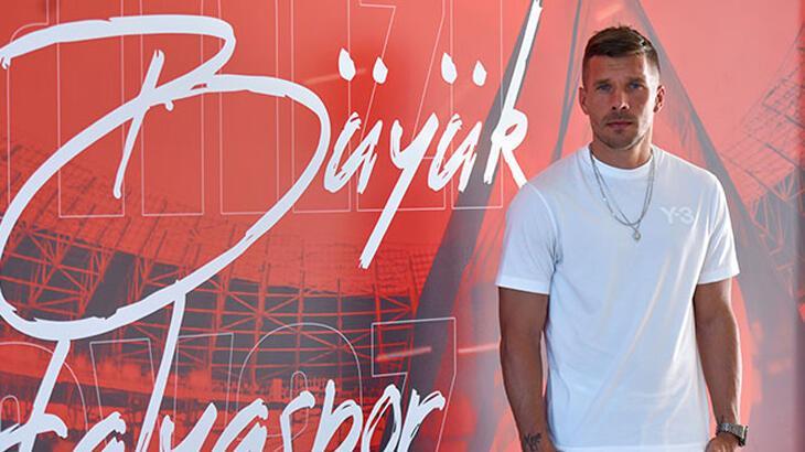 Podolski: Antalyaspor'a faydam olduğu için çok mutluyum