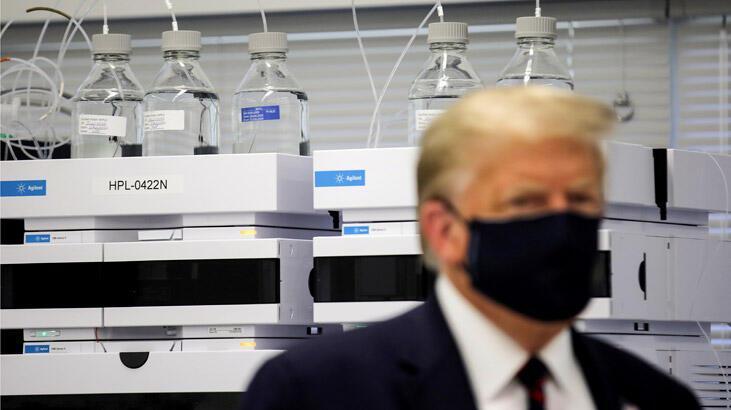 Trump ikinci kez maske taktı
