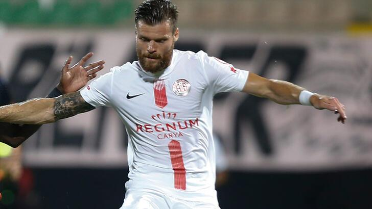 Son dakika   Antalyasporlu Celustka, Sparta Prag'a imza attı