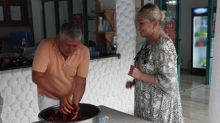 Muazzez Ersoy'dan çiğ köfte partisi