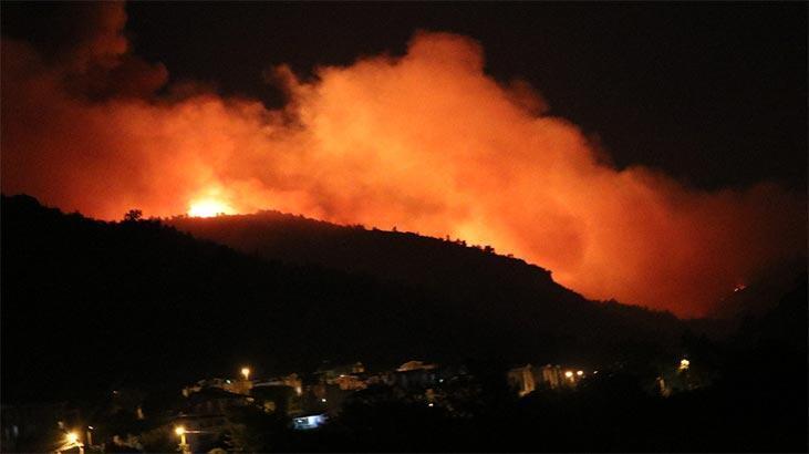 İzmir'de korkutan yangın! Rüzgarla birlikte etkisi arttı