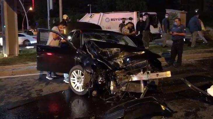 Otomobil KGYS direğine çarptı! Yaralılar var...