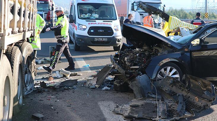 Bolu'da otomobil TIR'a arkadan çarptı: 3 ölü, 1 yaralı
