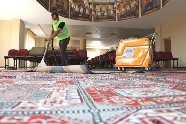 Toroslar'da ibadethaneler temizleniyor