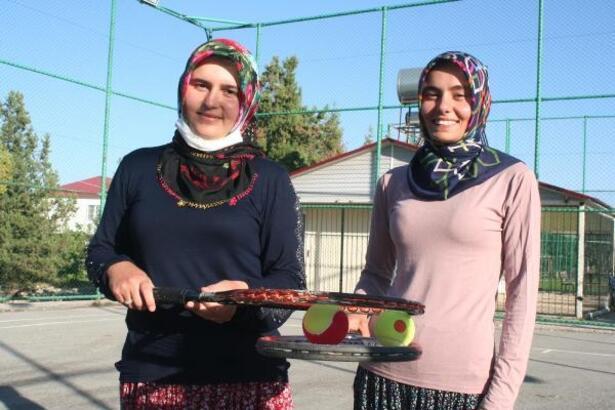 Mersin'in yaylasında açılan tenis kursuna yoğun ilgi
