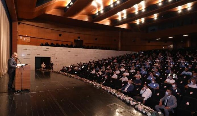 Bursa Büyükşehir Belediye Başkanı Aktaş, sahadaki personeli maske ve mesafe konusunda uyardı