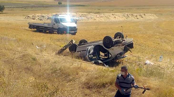 Sivas'ta otomobil, tarlaya devrildi! Ölü ve yaralılar var