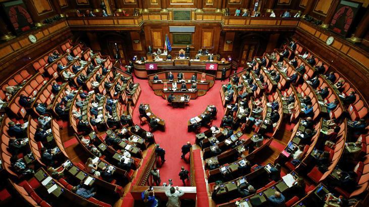 İtalya'da koronavirüs yardımından faydalanan 5 milletvekiline istifa çağrıları