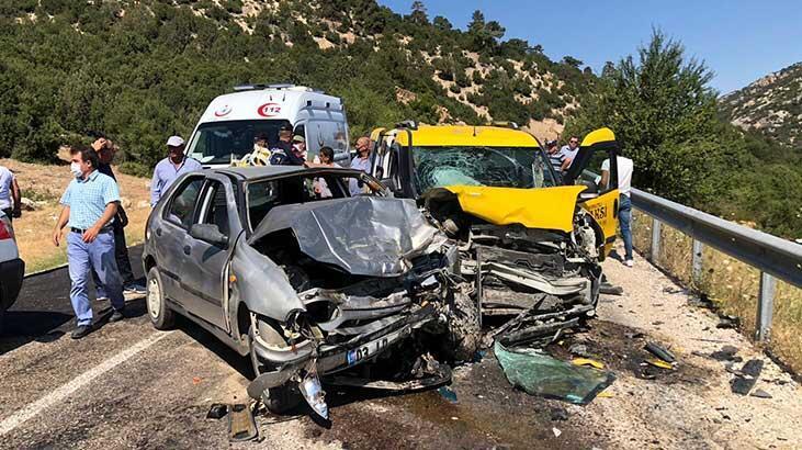 Antalya'da taksi ile otomobil çarpıştı: 9 yaralı