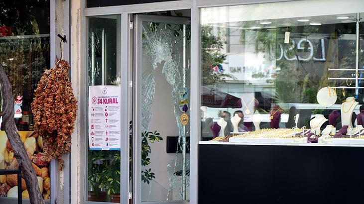 Adana'da kadın kılığındaki hırsızların kuyumcu soygunu güvenlik kamerasında