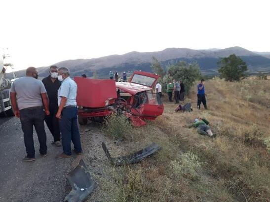 Beton mikseri ile otomobil çarpıştı: 3 yaralı