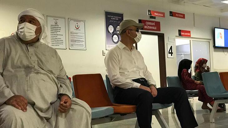 Şapka ve gözlük taktı hastaneye geldi! Kimse tanımadı