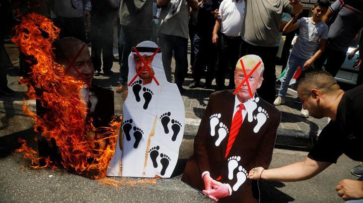 Birleşik Arap Emirlikler Veliaht Prensi'nin posterleri ateşe verildi