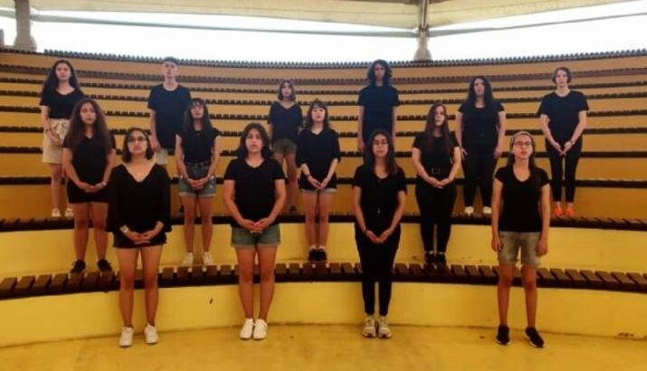 Gençlik Korosu 'kadına şiddete hayır' dedi