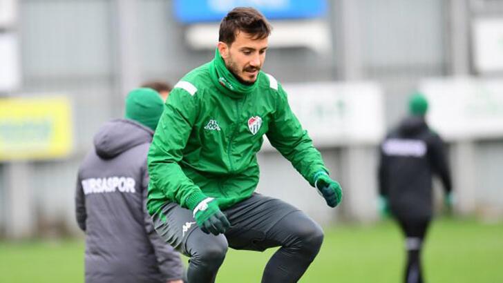 Bursaspor'da Anıl Karaer'in sözleşmesi feshedildi