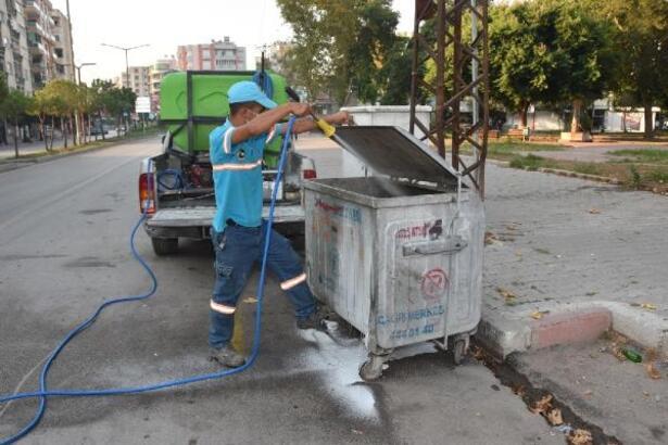 Ceyhan'da çöp konteynerleri ilaçlandı