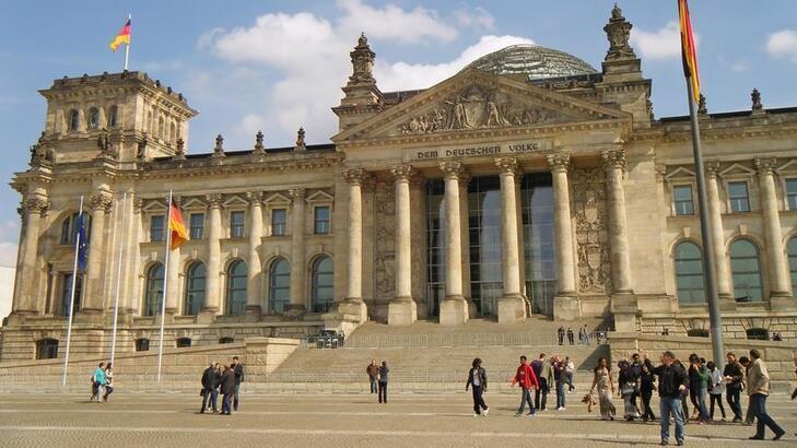 Almanya Hakkında Bilgiler; Almanya Bayrağı Anlamı, 2020 Nüfusu, Başkenti, Para Birimi Ve Saat Farkı