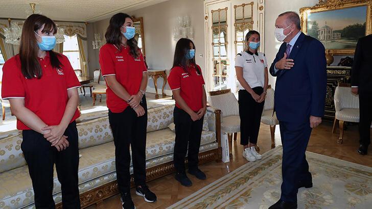Cumhurbaşkanı Erdoğan, Avrupa Şampiyonu U19 Kız Voleybol Takımı'nı kabul etti