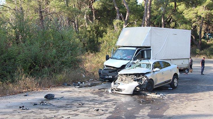 İşçileri taşıyan kamyonetle otomobil çarpıştı: Çok sayıda yaralı var