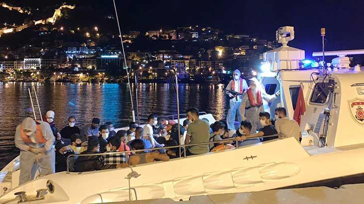 Alanya'da teknede 120 kaçak göçmen yakalandı