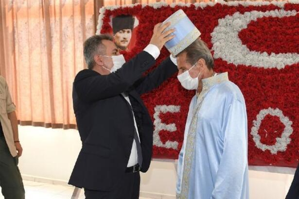 Vali Elban, yılın ahisine kaftan giydirdi