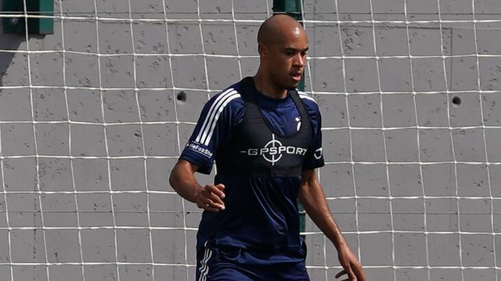 Fenerbahçe'de Tisserand ilk antrenmanına çıktı