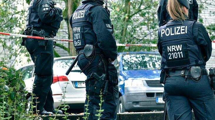 Almanya'da ırkçı polisler açığa alındı