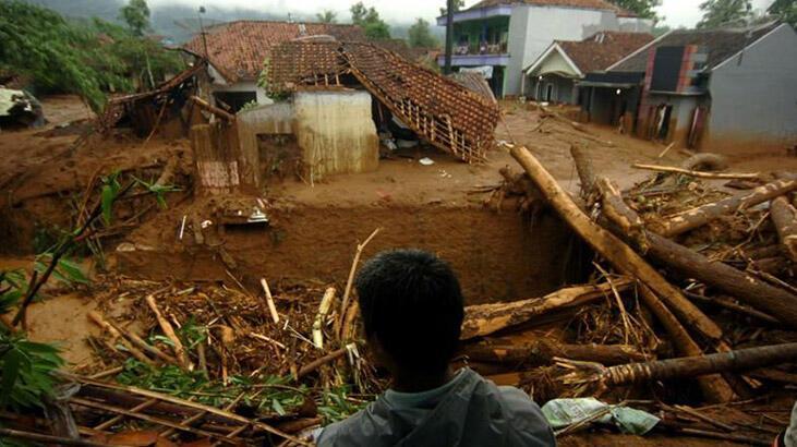 Endonezya'da heyelan: 2 ölü