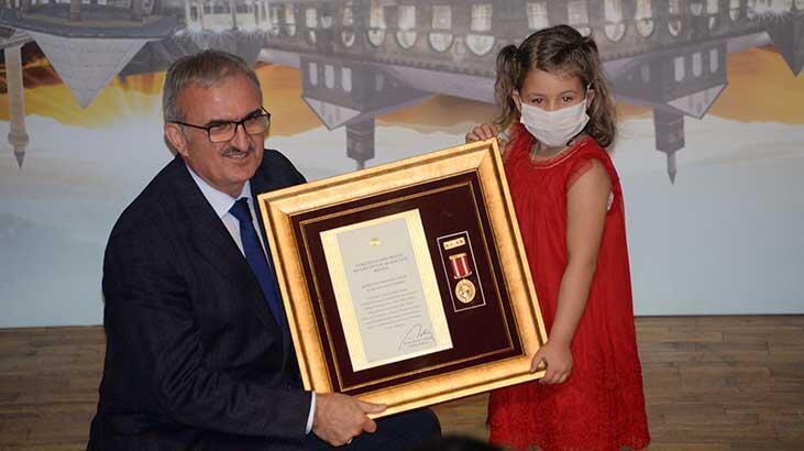 Diyarbakır'da, gazi ve şehit yakınlarına Devlet Övünç Madalyası ve Beratı verildi