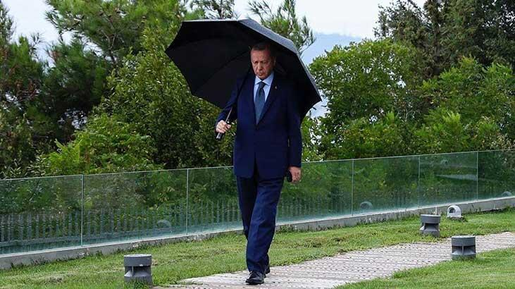 Cumhurbaşkanı Erdoğan'ın yağmurlu havada çekilen fotoğrafı paylaşıldı