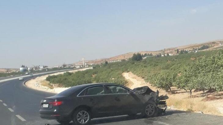 Gaziantep'te lüks otomobil bir araca çarptı!
