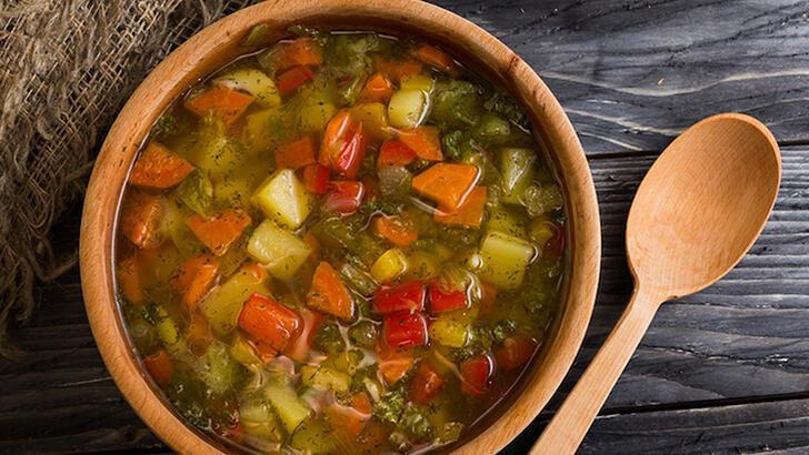 Bağışıklığı bomba gibi yapan bol vitaminli kök sebze çorbası