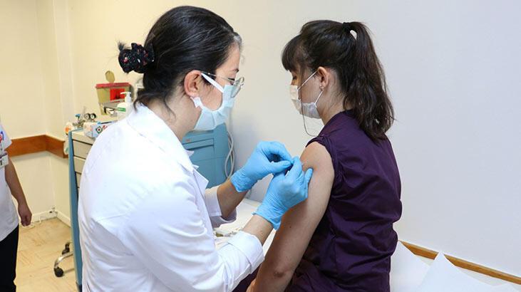 20 gönüllü aşılandı! İşte koronavirüs aşısının yan etkileri