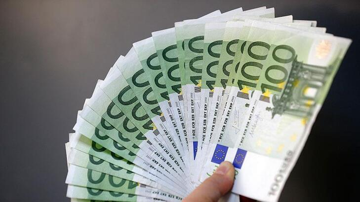Almanya'da yeni borç öngören bütçe tasarısına onay