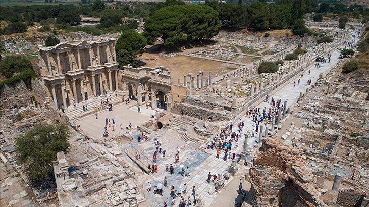 Efes Antik Kenti İzmir İlinde Nerede? Giriş Ücreti, Tarihçesi Ve Özellikleri