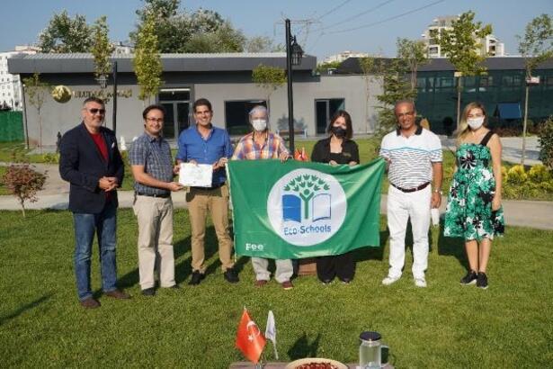 Çevre bilinci, Uluslararası Eko-Okullar Yeşil Bayrak Ödülü'nü getirdi
