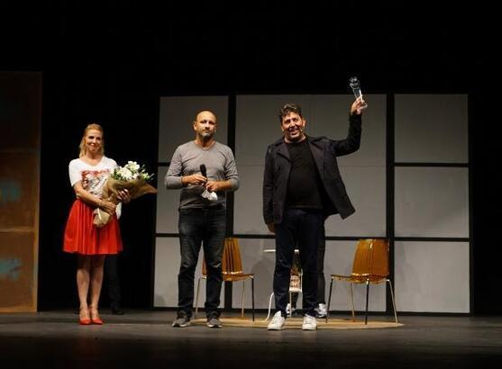 Tiyatro buluşmaları 'İki Bekar' ile sona erdi