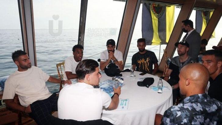 Fenerbahçe Takımı, tekne turunda bir araya geldi