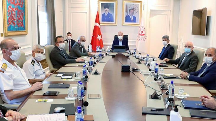 Bakan Soylu'dan, vali, emniyet müdürü ve jandarma komutanlarıyla corona virüs toplantısı