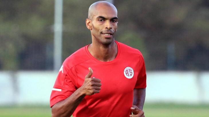 Antalyaspor'da Naldo ilk antrenmanına çıktı
