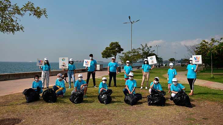 Tuzlalı gençler doğaya atılan çöpleri topladı