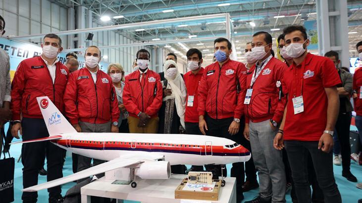 Selçuk Bayraktar, Somalili maket uçak meraklısı ile buluştu