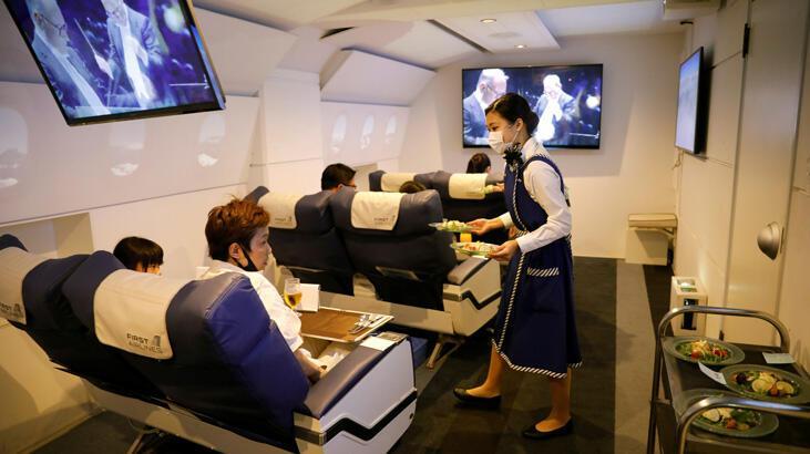 """Japonya Hava Yolları'nda """"bayanlar ve baylar"""" yasaklanıyor"""